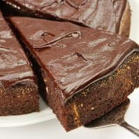 Chocolate and peanut cake with orange