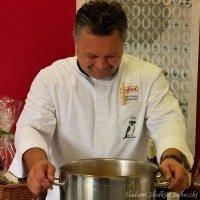 Robert Sowa nad garem zupy marchewkowej :-)