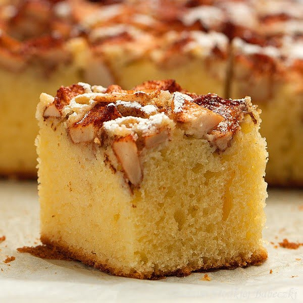 Ciasto maślano – śmietankowe z jabłkami