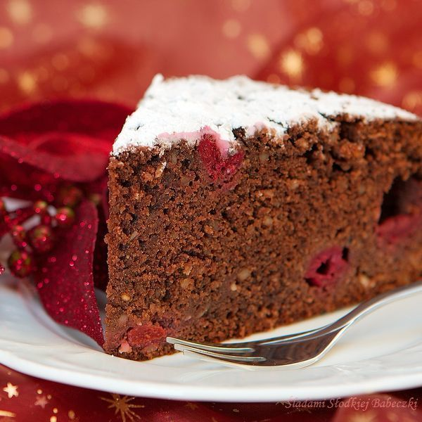 Brunatne ciasto z wiśniami