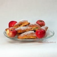 Yeast cones with apples