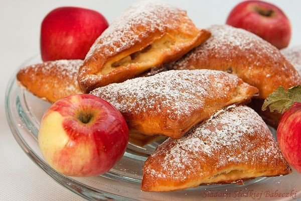 Drożdżowe rożki z jabłkami