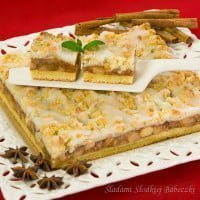 Apple pie with crumble topping / Apple pie with crumble