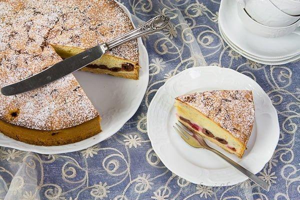 Tort wiedeński z wiśniami / Viennese cake with cherries