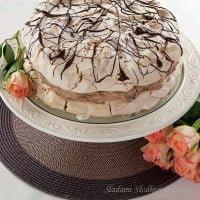 Tort bezowy z kremem czekoladowym / Meringue cake with chocolate cream