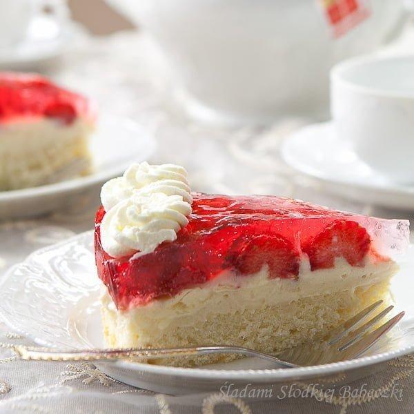 Ciasto z kremem budyniowym i truskawkami / Sponge cake with pudding and strawberries
