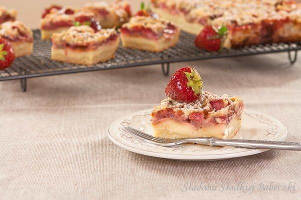 Kruche ciasto z budyniem i truskawkami / Pudding cake with strawberries