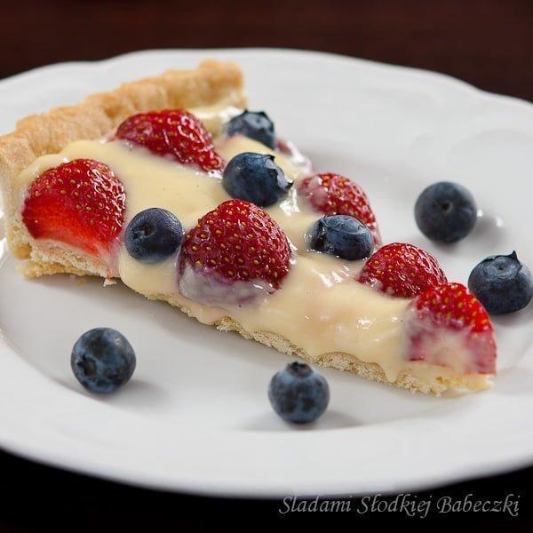 tarta z truskawkami i borówkami z kremem patisserie / tart with strawberries and blueberries with cream patisserie