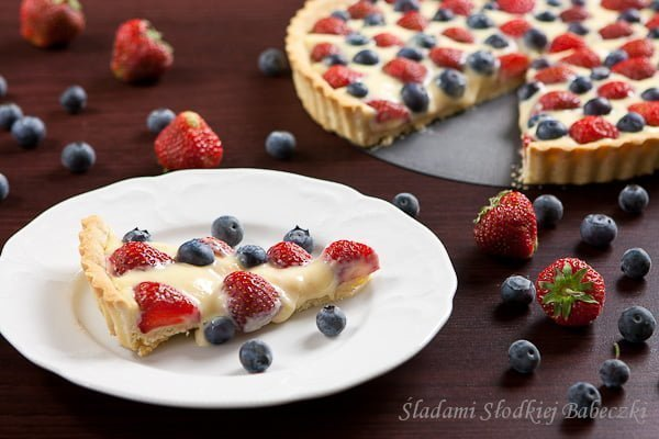 tarta z truskawkami i borówkami z kremem patisserie / tart with strawberries and blueberries with cream patisserie
