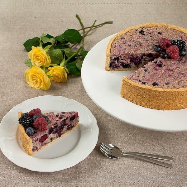 Kruche ciasto z masą migdałowo – owocową