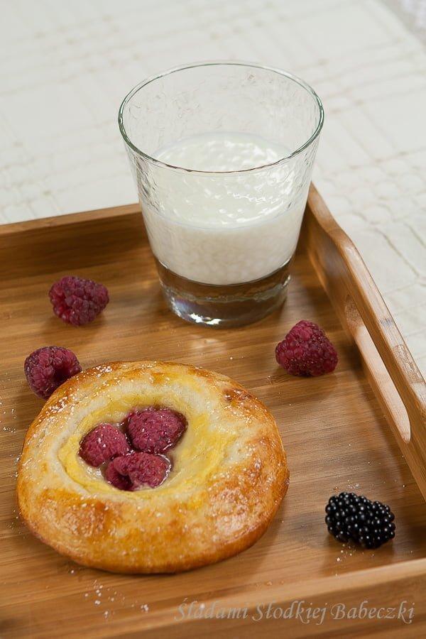Drożdżówki z budyniem i owocami / Buns with pudding and fruit