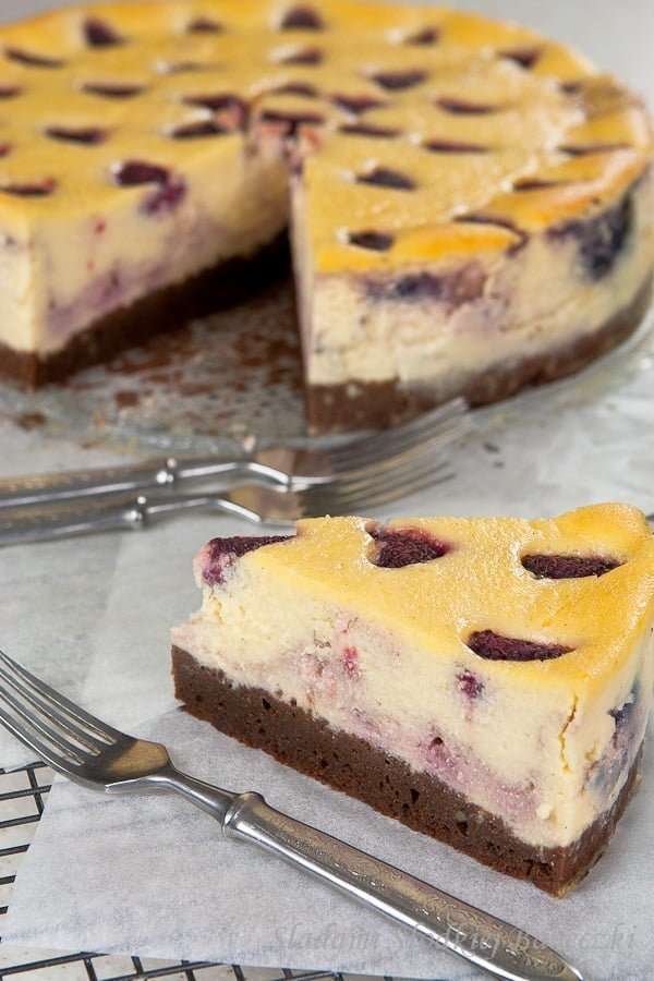 Sernik malinowy na spodzie brownie | Raspberries cheesecake with brownies bottom