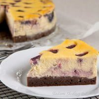 Sernik malinowy na spodzie brownie | Raspberries cheesecake with brownies bottom