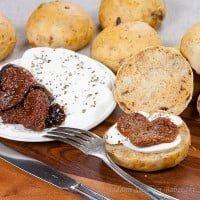 bułki z suszonymi pomidorami i bazylią | buns with sundried tomatoes and basil