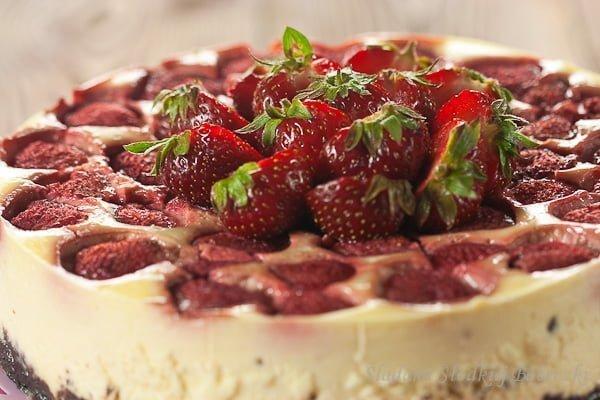 Sernik z truskawkami | Cheesecake with strawberries