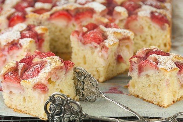 Ciasto jogurtowe z truskawkami | Yogurt cake with strawberries