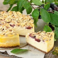 Sernik migdałowo-śliwkowy | Cheesecake with almonds and plums