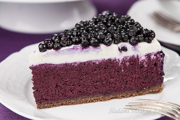 Cheesecake with blueberries cold