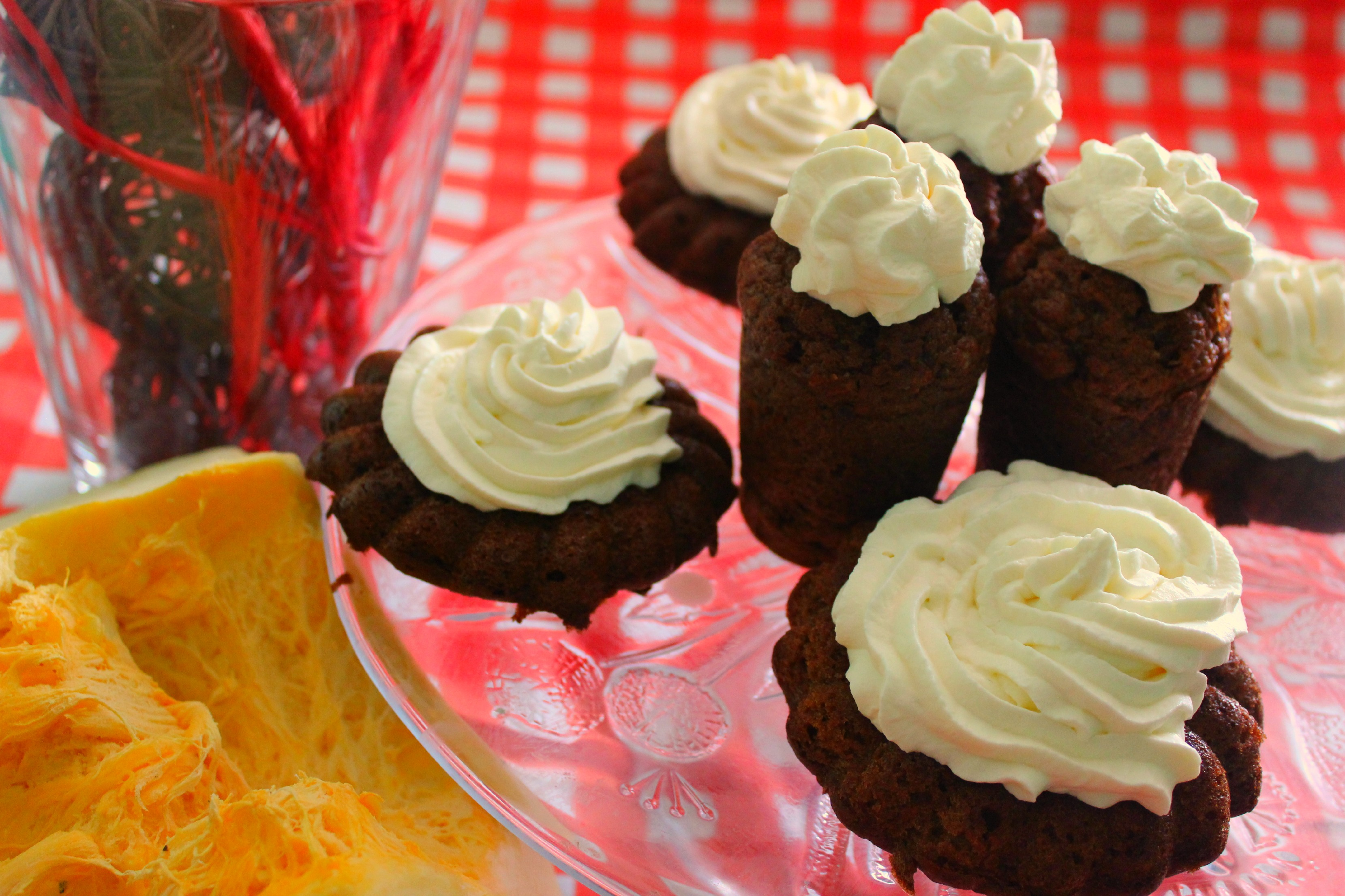 Spicy muffins with pumpkin and apple-pear cheese Almette