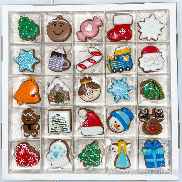 Advent calendar with gingerbread cookies